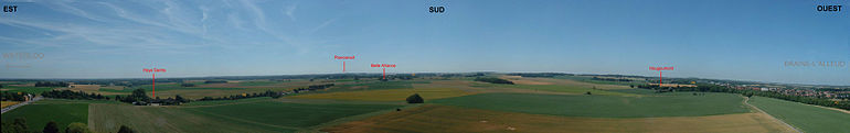 Vue sur 180° vers le sud du champ de bataille tel qu'il se présente au visiteur (photos prises de la butte du Lion).
